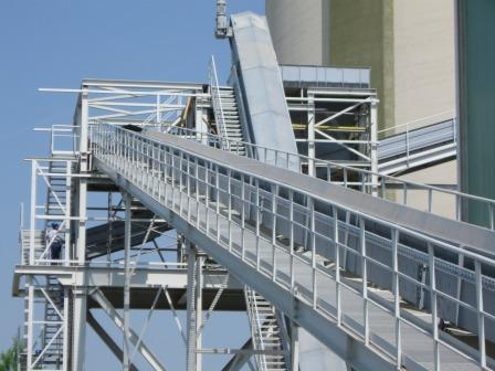 Conveyor in a cement plant